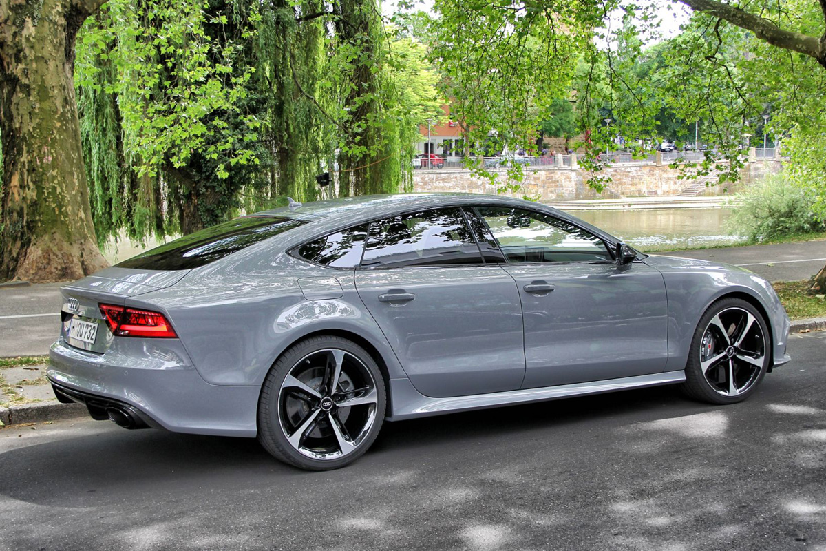 Gorgeous color on the Audi RS7