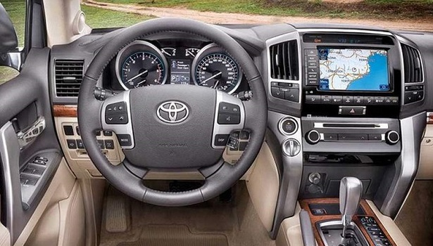 2017-toyota-fortuner-interior